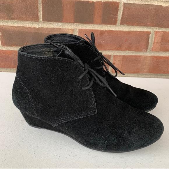 Crown Vintage Short Wave black suede ankle boots